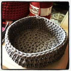 1 panier, 2 paniers, 3 paniers ... et plus si affinité ! - Le scrap de Caro Chat Crochet, Diy Crochet, Crochet Hooks, Plaid Crochet, Crab Stitch, Cotton Cord, Arts And Crafts, Diy Crafts, Serving Bowls