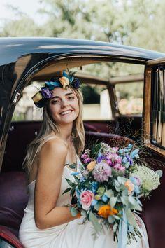 Bright Wedding Flowers, Flower Crown Wedding, Bright Flowers, Bridal Crown, Flower Crown Hairstyle, Flower Headpiece, Crown Hairstyles, Floral Bouquets, Wedding Bouquets
