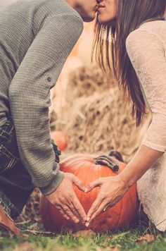 Autumn Wedding | Love | Engagement Photo Shoot | Kiss | Fall