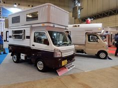 The Mini Pop Bee sleeps 4 people - although based on a pick-up, the unit is not demount-able