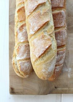Jedes Jahr um welche Zeit… baguette ( recipe in german ) baked chicken recipes French Inventions, Baking Soda Teeth, Baguette Recipe, Mets, French Food, Bread Baking, Grilling Recipes, Bread Recipes, Chicken Recipes