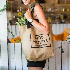 The NEW Food Matters big brown jute bag with handles, lining and pocket! This is the perfect bag for the farmer's markets, beach, or day-to-day bag! The whole Food Matters team is using these daily! Jute Tote Bags, Reusable Tote Bags, Types Of Purses, Cotton Shopping Bags, Metal Clock, Insulated Lunch Bags, Work Bags, Day Bag, Market Bag