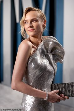 Star performer: Diane is known for pulling out all stops for her red carpet appearances. Structured Gown, Best Costume Design, Fashion Events, Vanity Fair Oscar Party, Sequin Gown, Diane Kruger, Silver Dress, Love Her Style, Best Actress