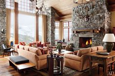 A Rustic Yet Modern Montana Ski House by Michael S. Smith : Architectural Digest Color palette is refreshing. Architectural Digest, Style At Home, Cozy Living Spaces, Living Rooms, Living Area, Sweet Home, Cozy Fireplace, Fireplace Ideas, Design Furniture