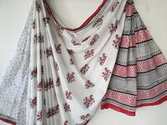 Daily wear mughal print mul saree white color with blouse for summer The post White mughal print cotton mulmul saree with blouse appeared first on Kiran's Boutique. Cotton Saree Designs, Daily Wear, Cushion Covers, Krishna, Printed Cotton, Indian Fashion, Sarees, Kimono Top, Burgundy