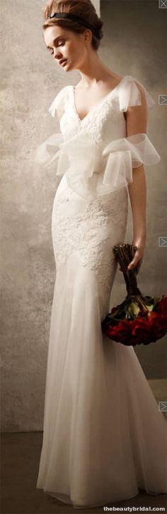 Vera Wang lovely v-neck gown