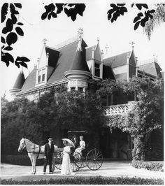 Guests with horse and buggy at Kimberly Crest. Redlands California, Southern California, Victorian Photos, Vintage Photos, Mermaid Kids, Horse And Buggy, Yellow Houses, Country Estate, Historical Pictures
