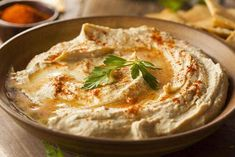 Sabra Dipping Company has released a new vegan jackfruit hummus, featuring their classic vegan hummus recipe topped with vegan BBQ jackfruit, which replicates pulled pork for a fully-loaded plant-based dip! Cheap Appetizers, Appetizer Recipes, Best Hummus Recipe, Chickpea Hummus, Healthy Hummus, Vegan Hummus, White Bean Hummus, Gourmet Recipes, Hummus