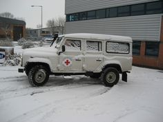 https://flic.kr/p/5XQBDH | Land Rover Defender 110 Stationwagon | This picture from Janet Meehan (BRC) shows one of the Thames Valley vehicles which was used in our response.
