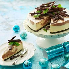 Choc Mint Marbled Cheesecake, a perfect crowd pleaser. Relish the delicious combination of chocolate, mint & crushed Oreo cookies. Mint Chocolate Cheesecake, Mint Cheesecake, Cheesecake Recipes, Philly Cheesecake, Dessert Recipes, Dessert Ideas, Mint Oreo, Mint Cookies, Oreo Cookies