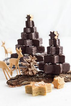 Der Weihnachtsklassiker: Baumkuchen - saftig, unglaublich lecker und Weihnachten pur. Er braucht etwas Geduld, ist aber eigentlich ganz einfach zu backen.