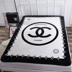 エルメス、シャネル、イブサンローランなど大手ブランド 毛布 厚手 ふわふわ Chanel Bedding, Chanel Bedroom, Linen Bedding, Bed Cover Sets, Bed Covers, Hermes Blanket, Bed Pads, Cup Design, Luxury