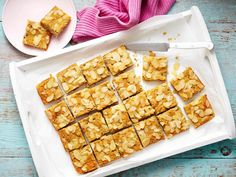 Give yourself a kick-start to the day with these super tasty almond energy bars, made with the goodness of oats, coconut and nuts. It'll keep you sustained throughout the day to prevent mindless snacking.