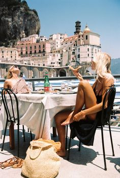 summer aesthetic 5 Ways To Travel With A Budget This Summer - European Summer, Italian Summer, European Travel, Summer Aesthetic, Travel Aesthetic, Aesthetic Girl, Ways To Travel, Places To Travel, Travel Pics
