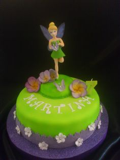 might be the simplest Tinkerbell cake... but i like it!