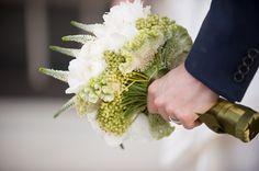 Baltimore-Spring-Wedding-Peabody-Library-Groom-Bouquet.jpg (800×532)