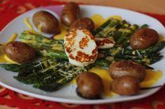 Blanšírovaná špargľa s baby novými zemiačikmi a grilovaným halloumi - Tinkine recepty Halloumi, Sprouts, Main Dishes, Salads, Toast, Dinner, Fruit, Vegetables, Food