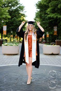 College Graduation Photos, Graduation Picture Poses, College Graduation Pictures, Graduation Portraits, Graduation Photography, Graduation Photoshoot, Grad Pics, Grad Pictures, Summer Pictures