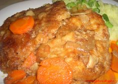 Pravý budapešťský řízek by měl být z hovězího masa no já udělala vepřový  http://rurbanczykova.blogspot.cz/2013/10/falesny-budapestsky-rizek.html