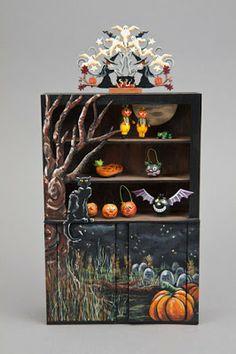 Good Sam Showcase of Miniatures: At the Show - Halloween Collectibles. Halloween Shadow Box, Halloween Scene, Halloween Village, Fete Halloween, Halloween Doll, Halloween House, Holidays Halloween, Vintage Halloween, Halloween Crafts