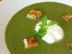 ] Fresh pea soup A traditional French soup that combines fresh peas and lettuce with leeks or shallots to make a thick creamy soup. The name comes from the Comte de Saint-Germain, who was a minister under King Louis XVI. St Germain Recipes, French Soup, Lactose Free Recipes, Valeur Nutritive, Free Meal Plans, Pea Soup, Soups And Stews, Food Recipes, Gazpacho