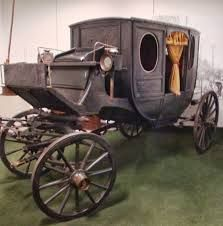Resultado de imagem para carruagem antiga