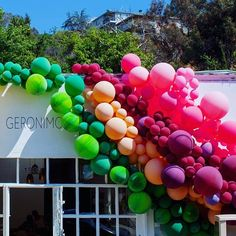 Filing @geronimoballoons's fun #balloon #installation under #thingsthatmakeushappy.