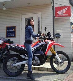 Enduro Motorcycle, Motorcycle Camping, Camping Gear, Motorcycle Girls, Old School Motorcycles, Honda Motorcycles, Lady Biker, Biker Girl, Gs500