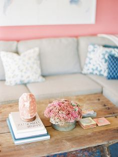 Okay, this gorgeous rustic coffee table coupled with this sweet color palate almost gives me cavities. I'm not a huge fan of the wall color (screams 90's beach condo to me) but the space as a whole is nothing short of fabulous. The coffee table decor is simple, but the 3 tiered look makes it feel full & perfectly balanced. -Sea