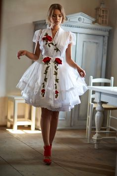 Mint a Mátka Kollekció 2017 - Bélavári Zita Couture Frilly Dresses, Pretty Dresses, Red Wedding Dresses, Prom Dresses, Girly Girl Outfits, Young Girl Fashion, Dirndl Dress, Sweetheart Prom Dress, Folk Fashion