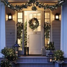 Time to plan your Christmas porch decor. Today we have some festive inspiration to help you decorate the best Christmas porch ever. Easy Christmas Porch Decor Id… Christmas Fairy Lights, Christmas Front Doors, Christmas Entryway, Christmas Garlands, Exterior Christmas Lights, Christmas Outdoor Lights, Front Door Christmas Decorations, Christmas Lanterns, Holiday Lights