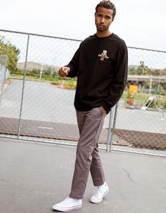 Cargo Pants Outfit Men, Pants For Men, Men's Pants, Stylish Mens Outfits, Trendy Outfits For Guys, Pose, Fashion Pants, Men Fashion, Skate Fashion