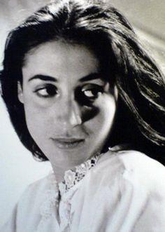 Σαν σήμερα, 13 Απριλίου 1926, γεννήθηκε η μαγική Έλλη Λαμπέτη