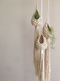COZY POD, air plant hanger, plant hanger, macrame planter, air plants by Posepretty on Etsy www. Macrame Wall Hanging Patterns, Macrame Hanging Planter, Macrame Patterns, Hanging Planters, Outdoor Planters, Macrame Design, Macrame Art, Macrame Projects, Macrame Knots