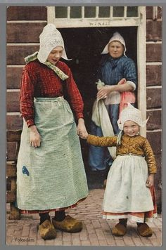 Two sisters, Volendam, Holland. Folk Costume, Costumes, Modelista, People Of The World, Vintage Photographs, World Cultures, Traditional Dresses, Netherlands, Dutch