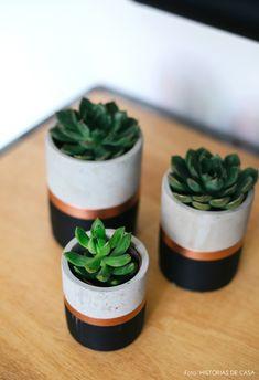 23 Clever DIY Christmas Decoration Ideas By Crafty Panda Cement Art, Concrete Crafts, Concrete Projects, Concrete Planters, Diy Planters, House Plants Decor, Plant Decor, Ceramic Flower Pots, Painted Pots