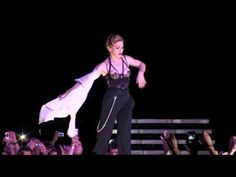 #Madonna в Киеве показала всем свой зад... За двухчасовое киевское выступление Мадонне заплатили $1 миллион 200 тысяч.
