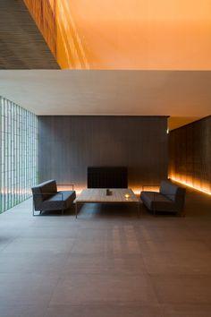 Fujiya Onsen By Kengo Kuma Photography By Jimmy Cohrssen - Lighting Design Space Architecture, Contemporary Architecture, Exterior Design, Interior And Exterior, Kengo Kuma, Japanese Interior, Interior Lighting, Modern Interior Design, Interiores Design