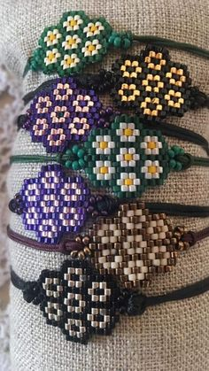 Seed Bead Patterns, Beaded Jewelry Patterns, Flower Patterns, Beading Patterns, Bead Loom Bracelets, Beaded Wrap Bracelets, Diy Crafts Jewelry, Beaded Brooch, Beading Projects
