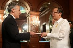 The new United States Ambassador to the Philippines Philip Goldberg, presented his credentials to Philippine President Pnoy Aquino on December 2, 2013