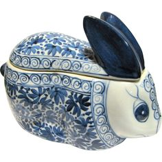 ♥ ~ ♥ Blue and White ♥ ~ ♥ Large Easter Rabbit Blue & White Candy Dish Blue Bunny, White Things, Bunny Art, Easter Parade, Bunny Rabbits, Glass Candy, Easter Candy, Vintage Easter, Candy Dishes