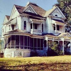 """bellapinquecottage: """"What Could Still Be Oh, I love this house. I imagine what stories she'd tell. I can't help but imagine restoring, and moving my big ol' brood in, and make new stories! """""""