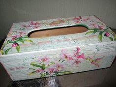 Une boîte de mouchoirs avec la technique des serviettes
