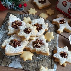biscotto di natale con nutella Christmas Dishes, Christmas Desserts, Christmas Baking, Cookie Recipes, Dessert Recipes, Christmas Biscuits, Biscotti Cookies, Bulgarian Recipes, Xmas Dinner