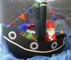antroposofie kerst - Google zoeken Doll Toys, Dolls, Felt House, Nature Table, Winter Activities, Winter Holidays, Decoration, Wool Felt, Little Ones