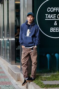 Hat | Emblem MTM | Emblem X Champion Pants | OSHKOSH Shoes | Vans Watch | BAPE On the street… Kim Gunyup Busan