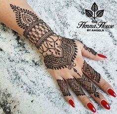 Cute Henna Tattoos Designs Images Gallery - Best Cute Henna Tattoo Designs Pictures on Hand for Girl. New collection henna design with cute design Henna Hand Designs, Mehndi Designs 2018, Bridal Henna Designs, Beautiful Henna Designs, Beautiful Mehndi, Mehndi Designs For Hands, Henna Tattoo Designs, Henna Tattoo Hand, Henna Mehndi