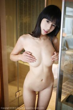 Nude pic of girl in changing room