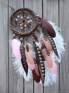 40 DIY Stone Craft Ideas For Many Use – Bored Art – feather crafts Dream Catcher Decor, Dream Catcher Boho, Maquillage On Fleek, Dream Catcher Tutorial, Beautiful Dream Catchers, Dream Catcher Native American, Feather Crafts, Stone Crafts, Shell Crafts