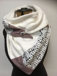 Love this scarf Inspiration. Love this scarf Sewing Scarves, Sewing Clothes, Crochet Clothes, Diy Clothes, Sewing Tutorials, Sewing Projects, Sewing Patterns, Diy Fashion, Ideias Fashion